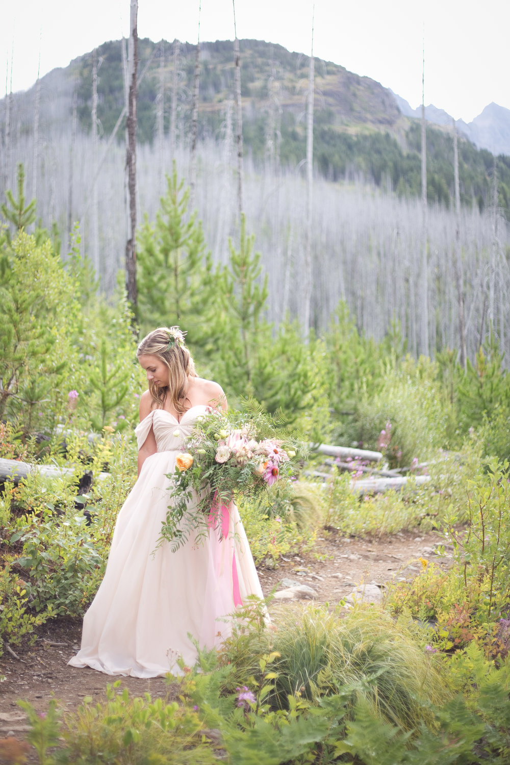 AshleyTintingerPhotography-Missoula-Bitterroot-Destination-WeddingPhotographer-GlacierStyledShoot2015-15.jpg