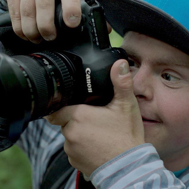 Oliver Hellowell is an incredibly talented wildlife photographer. He also has Down's syndrome. He and his mum Wendy talk to us about his photography, learning about Down's syndrome and their amazing fun-filled life together. Watch the film @truetube www.truetube.co.uk/film/ups-downs  #downsyndrome #downsyndromeawareness #oliverhellowellphotographerwithdownssyndrome #photography #disabilityawareness