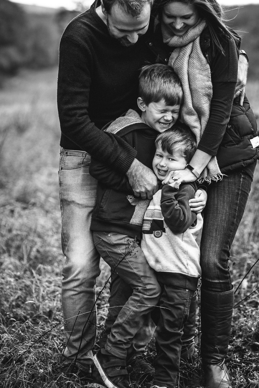 Family of four outdoor photoshoot in field Gloucestershire.jpg