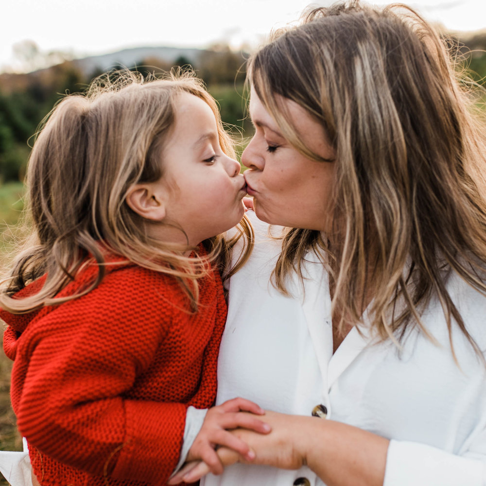 Toddler kissing mother_CheltenhamPhotographerChuiKingLi-0762.jpg