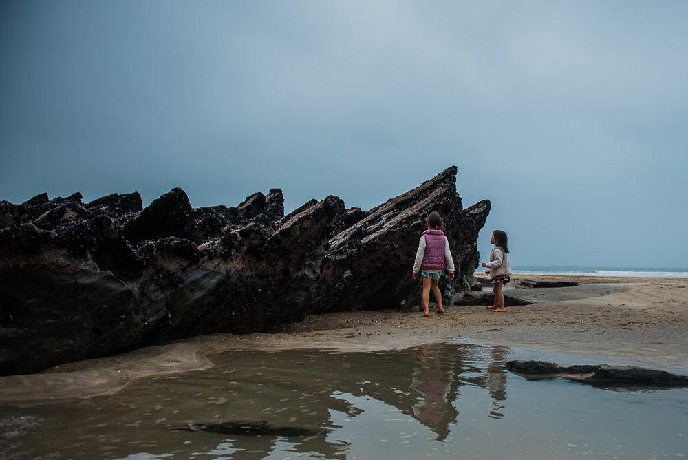 Sisters Looking at mussels -7425.jpg