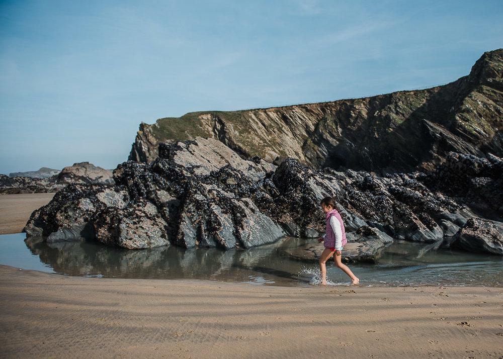 Little girl Running on the beach-7524.jpg