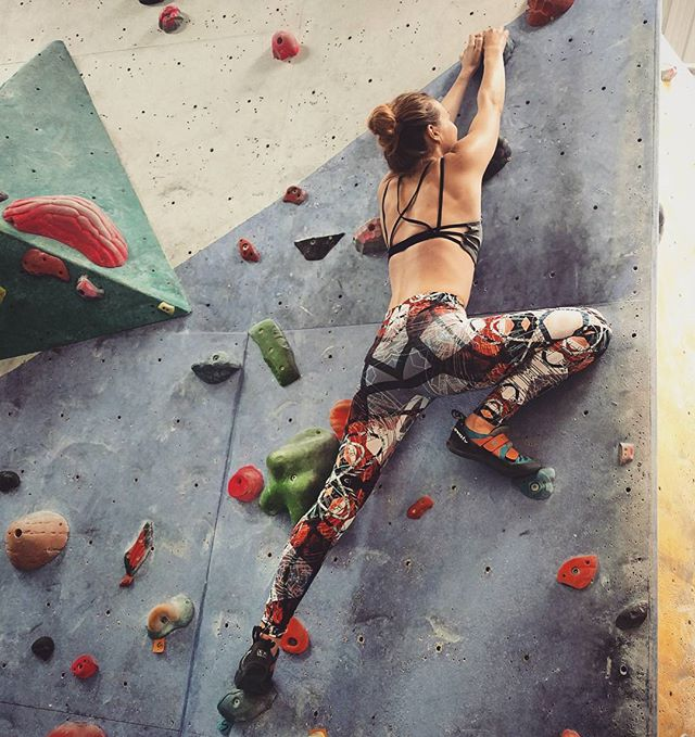 @clare_simmo93 is a bouldering badass in her 'Make An Impact' leggings! I love how the strappy sports bra pulls the outfit together! . #bouldering #badass #actiongirl #climbing #leggings #gymwear #fitness #fitlifestyle #fitfashion #girlswhoclimb #womenwhoclimb #leggingsdesign #independentdesigner #strappybra #sportsbra #tamasinlangtondesign #makeanimpact