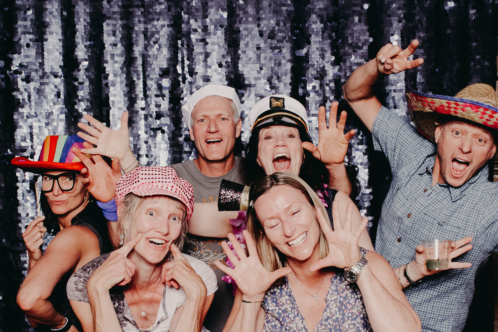photobooth-sequin-backdrop