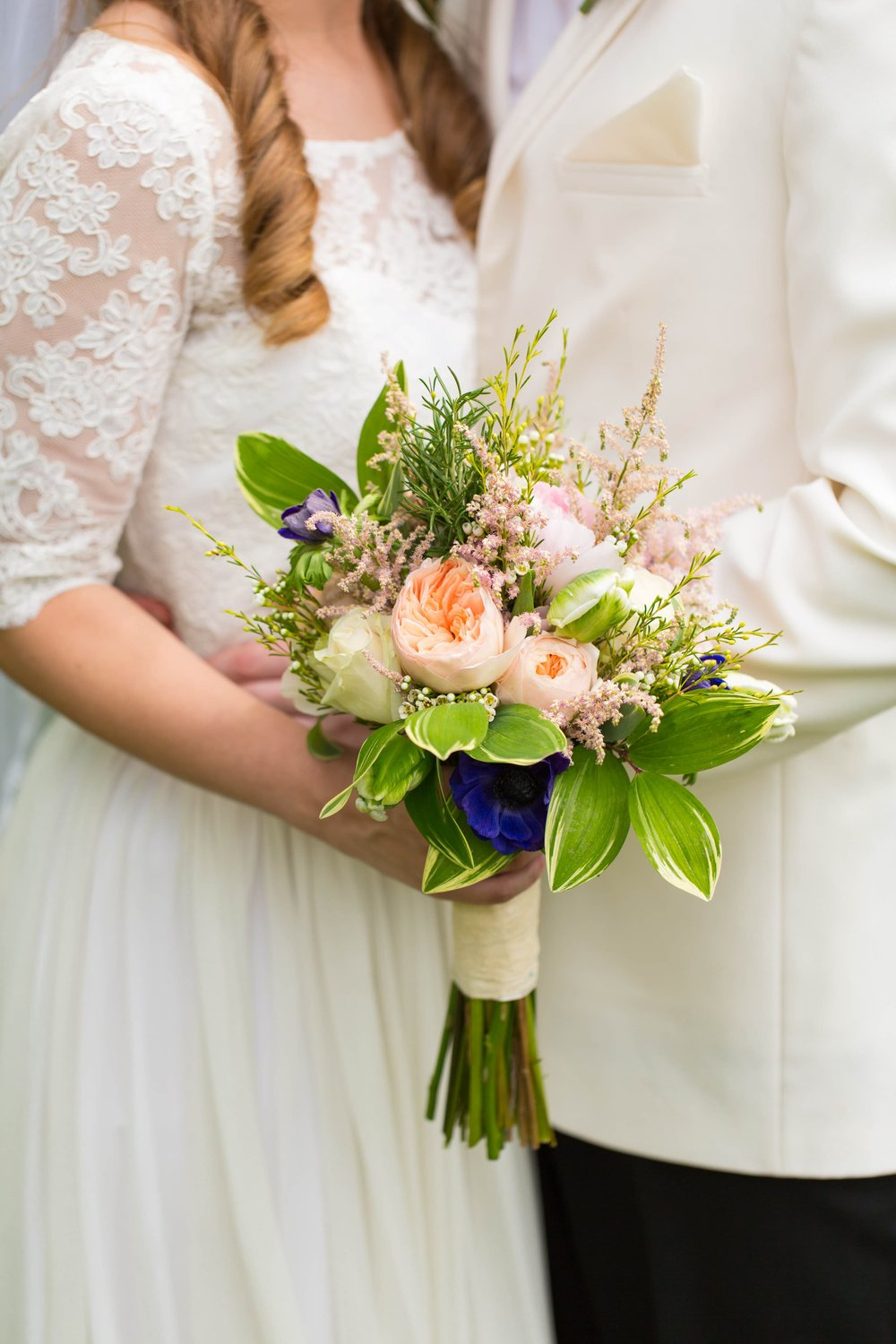 This peach garden rose bouquet by Atlanta florist Michelle Goodman was the perfect arrangement for Jenna's  classic Southern wedding at Oakton House and Gardens .