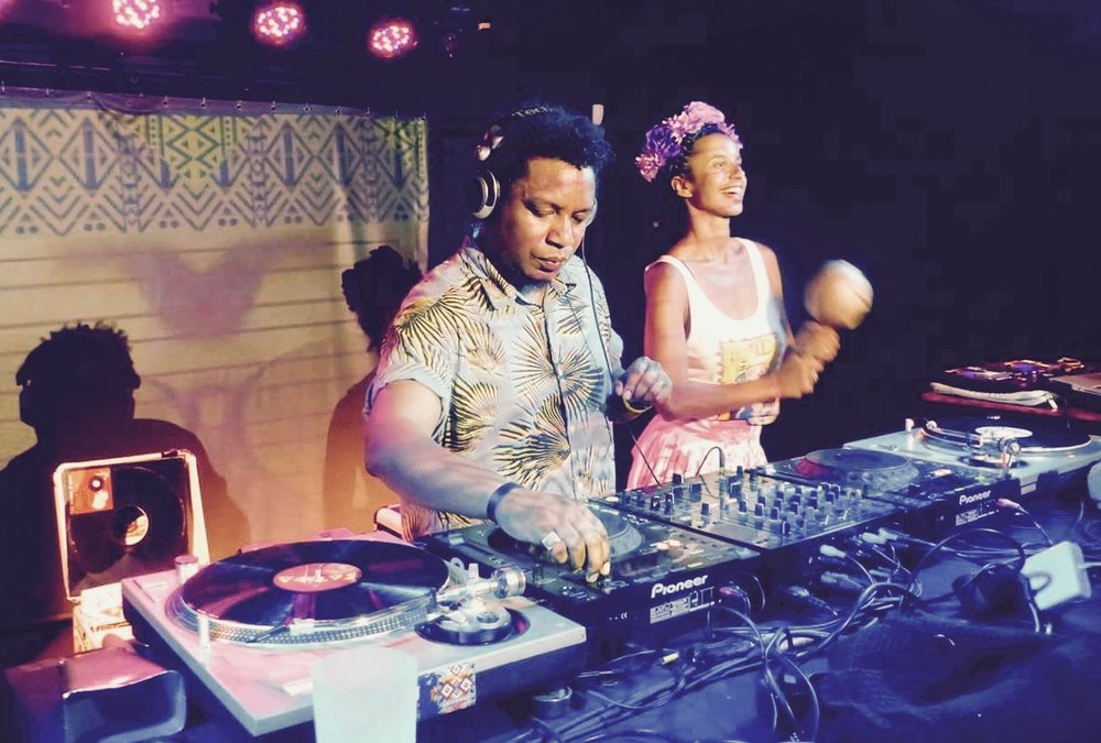 Dj Buenavibra (COL/FRA) - It's a great melting pot between Latin America, Africa and the Caribbean!On the turntables, Buenavibra Dj unveils a musical selection that will keep you a transatlantic journey! On the dancefloor moderate temperature of 50 ° ... until the end of the night!