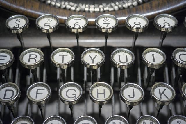 typewriter-DenverAntiques.jpg