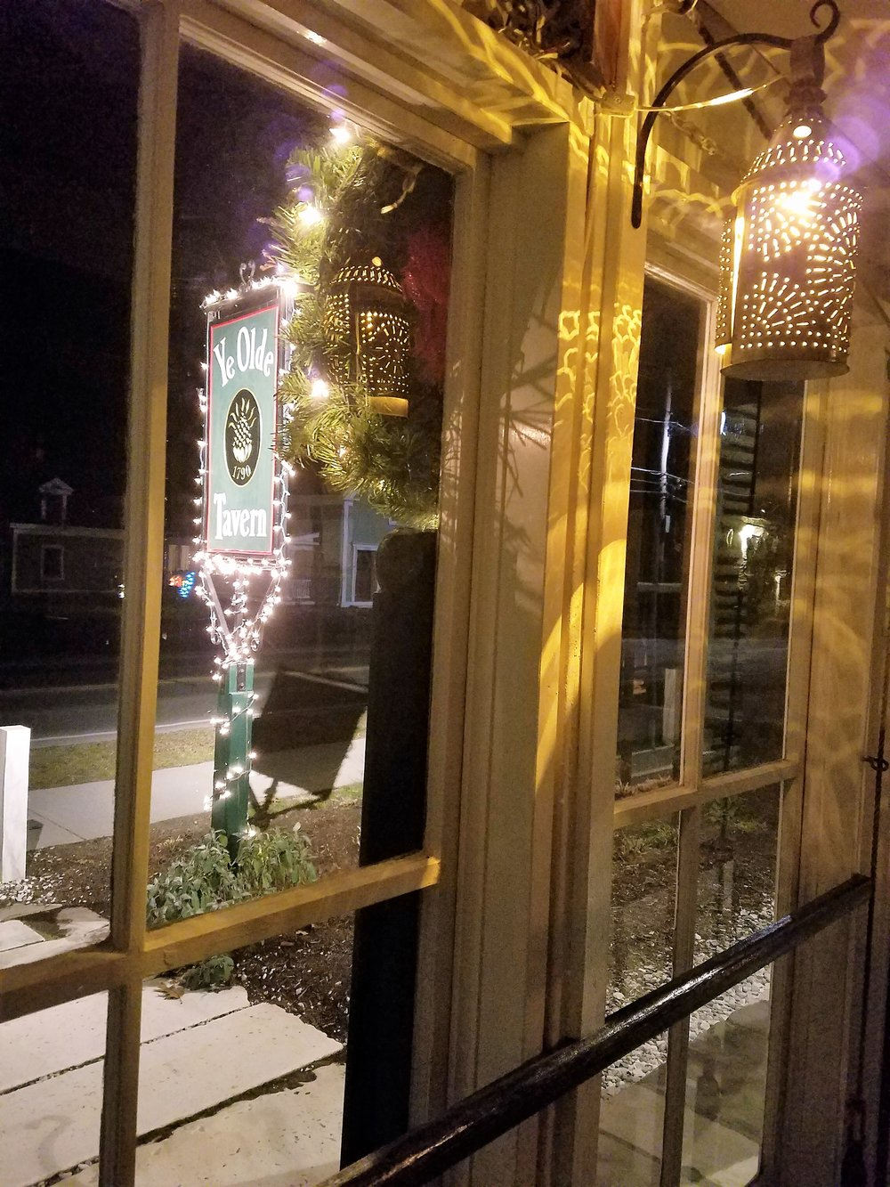 Mudroom to sign with xmas lights 2016.jpg