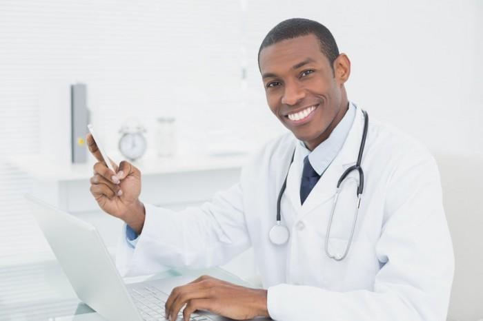 doctor-texting-e1437677056856.jpg