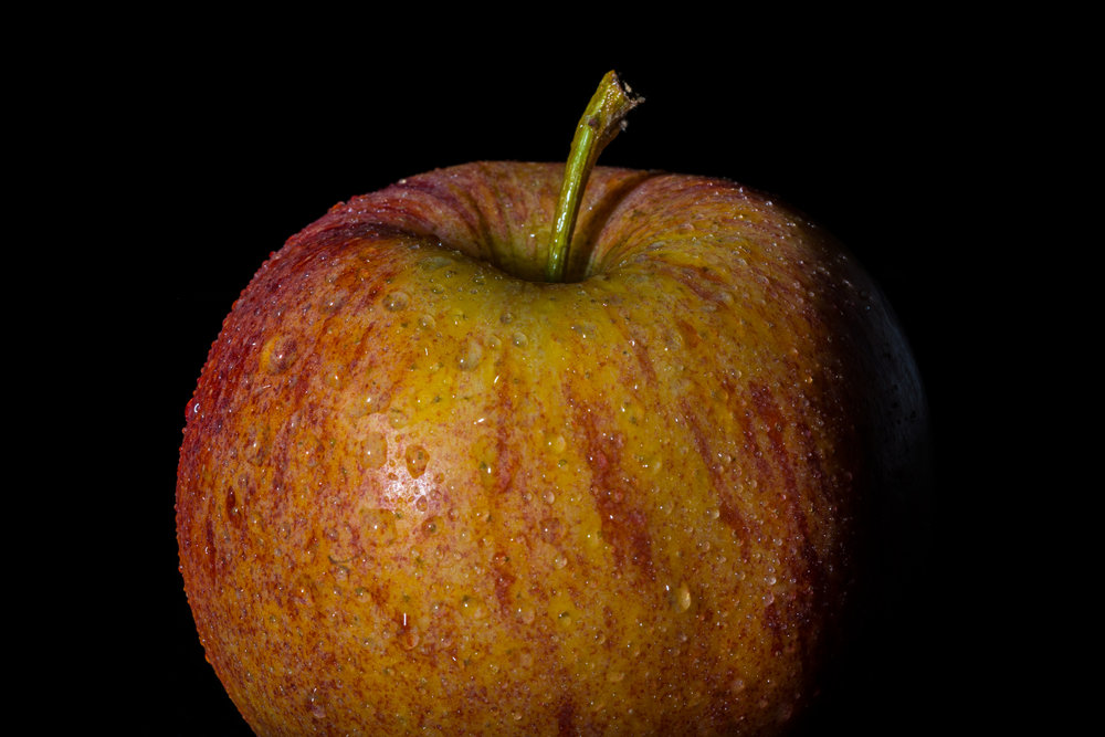 A slightly wet apple  90mm f20, 1/200 secs