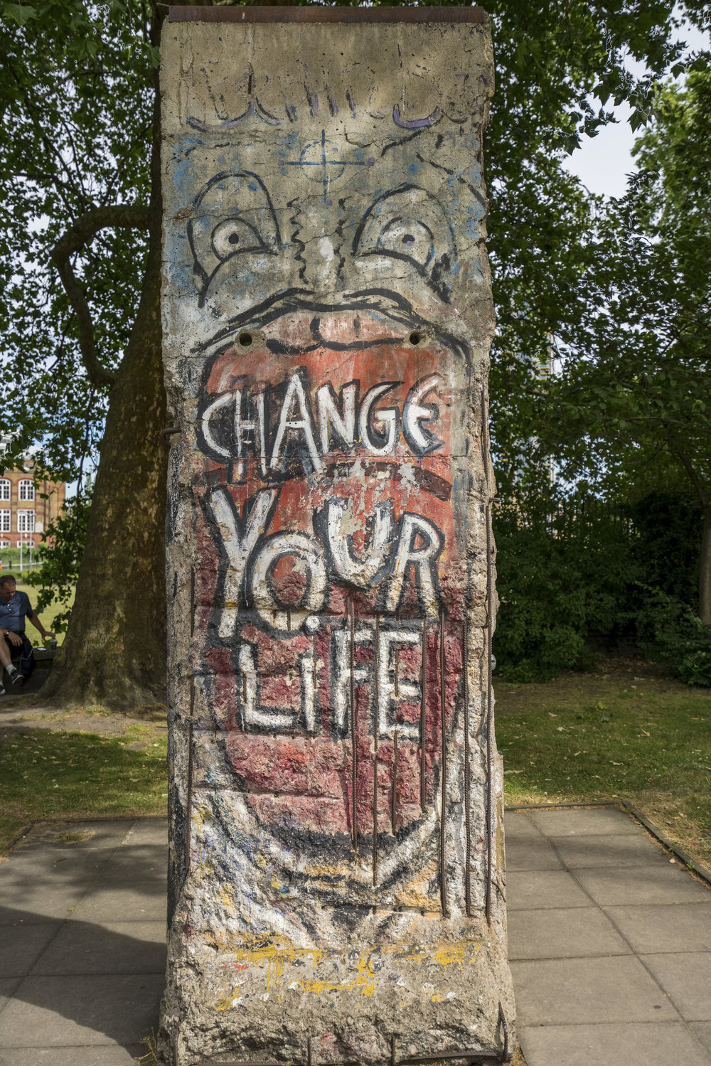 I thought this was just some cool art, its actually a section of the Berlin Wall!  16-35 f4 at 35mm, f4, 1/200, iso 100