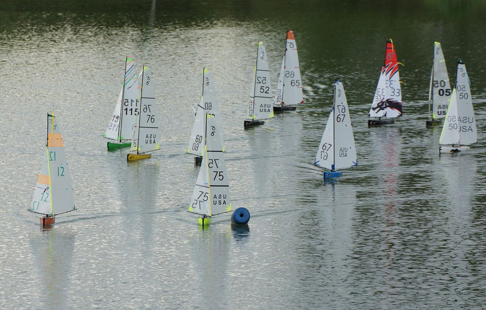 radio-sailing-boats-racing-in-light-wind.jpg