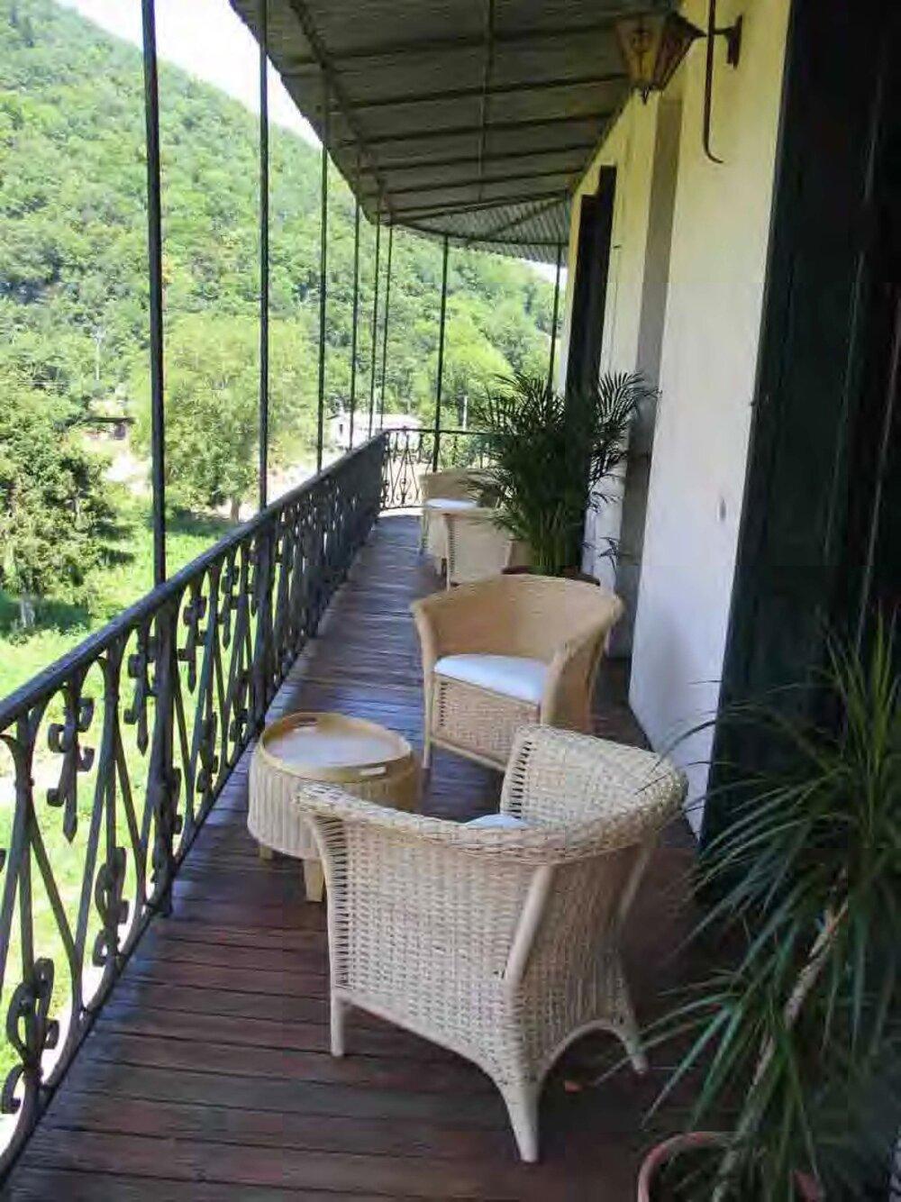 bedroom-balcony.jpg