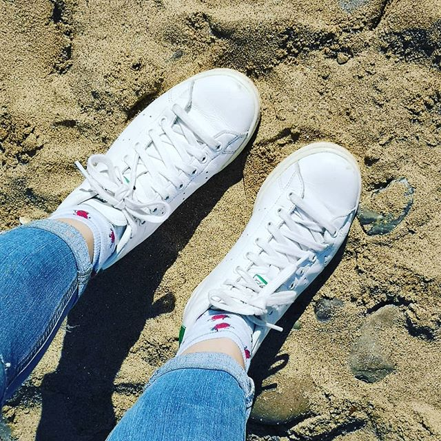 Ladybug socks and Stan's in the sand 💙💙 a beautiful day up in East Yorkshire...how I do like to be beside the sea 😁 #mymindfulwardrobe #shopyourwardrobe #alloldstuffs #whatiwore #onmyfeet #mystyle #mumstyle #ootd #buyless