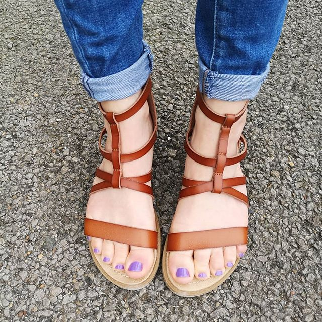 I was looking for some stylish and practical (it's all about the #mumlife here 😂) tan sandals for this summer, and @blowfishmalibu have come up on top with these lovelies 😍 which I can tell will last a good few years as well 👌 There's also a zip on the heel so super easy to get in and out of 😁 #mumstyle #summerstyle #whatiwore #ootd #onmyfeet #love #mystyle #buyqualitybuyless #sandals #mymindfulwardrobe