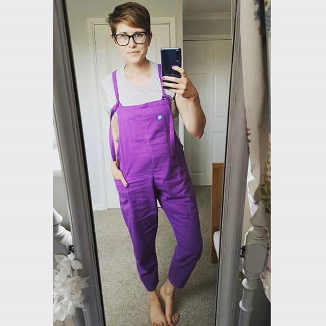 This is when all that eBay selling pays off and you can afford a pair of the most amazing dungarees from @lucyandyak 😁💜 I also picked up a thicker cordoroy pair in caramel and I'm pretty sure I will be adding another pair or two to my collection soon. They also have three massive pockets 🙌  These are a size small and are perfect for a slightly relaxed fit. The other pair were a medium so slightly looser but still perfect for Autumn when I'll be wearing a jumper underneath 👌 Check them out if you like quality, handmade, colourful and stylish but practical clothing 👍 #mystyle #mumstyle #mymindfulwardrobe #ootd #whatiwore #lucyandyak #dungarees #buyqualitybuyless #whatibought #mumlife #bigpockets