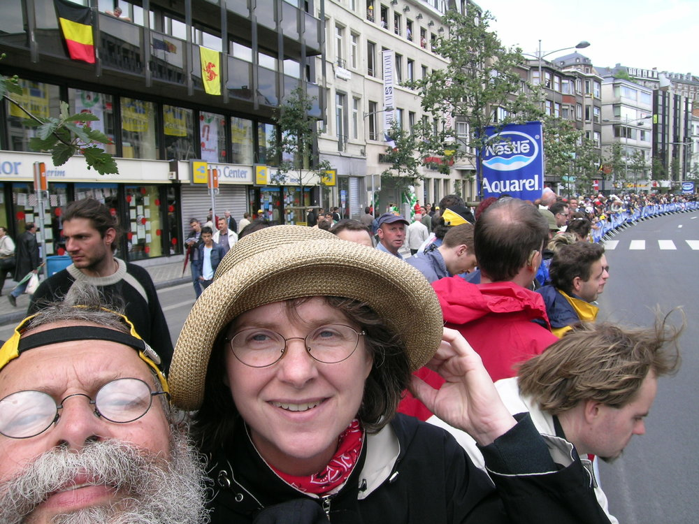 With a spot beside the fence in Liege, Belgium, 1k from the start on the far side of the boulevard and 1k from the finish on the near side, Ray and Jill held their 5-square-feet of ground from 10:30 am until 7:30 pm.