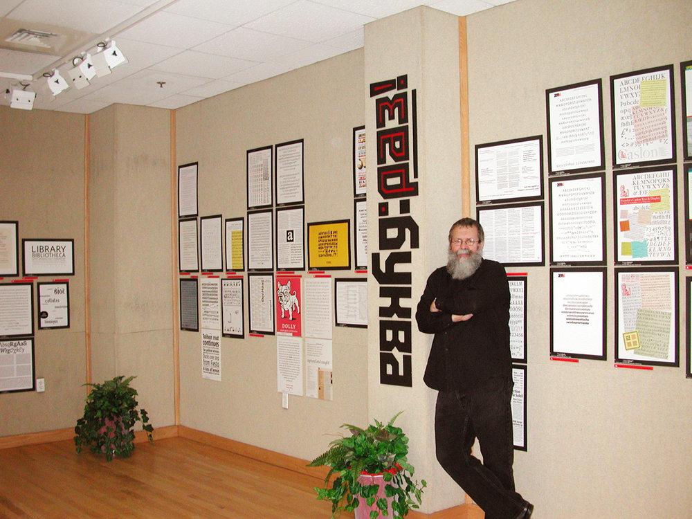 bukva-raz-exhibition-ray-with-sign.jpg