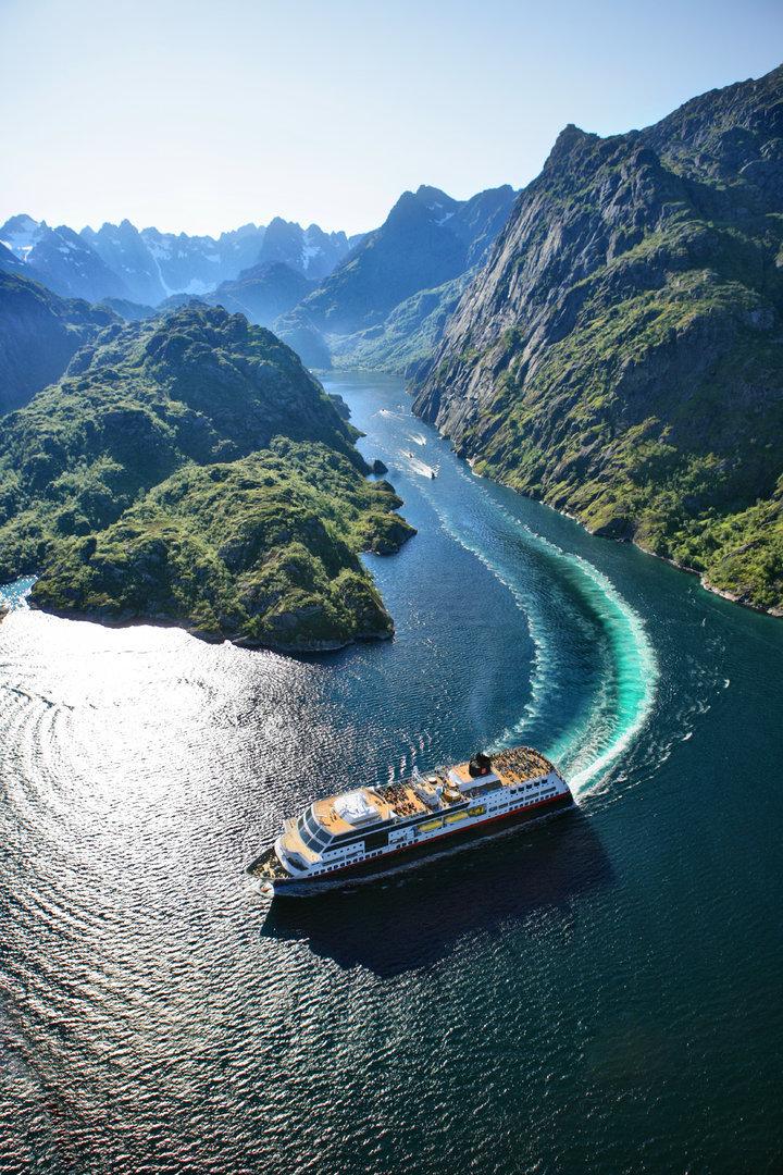 trollfjorden båt.jpeg