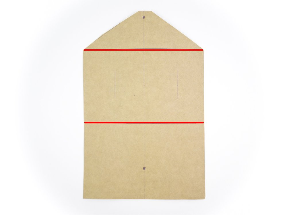 - Macht euch nun eine Markierung bei 10cm und bei 20 cm in der Breite.