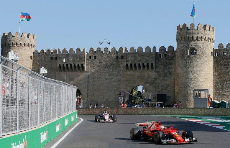 El alemán Sebastian Vettel (d) podría tener que declarar ante un tribunal de la Federación Internacional de Automovilismo (FIA). Foto: EFE