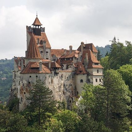#LINKINBIO: Is there a major bookworm in your life that's been dying to see places like Bran Castle, which is often considered the setting for Bram Stoker's 'Dracula.' Or maybe it's you who's the bibliophile of the group that's eager to follow the footsteps of some of the greatest writers that have graced the pages of your local library. . In any case, make your literary fantasies come alive by checking out this travel guide to your favorite storybook locations . 📰 Kyle Olsen 📷 @paolabrigneti 📍 Castelul Bran . Tag your travel photos with #TakeOffSetSail to get featured! . #WanderCurious #bookworm #bibliophile #reader #booklyfe #letsgoreadabook #shakespeare #whosafraidofvirginiawoolfe #storybook #fairytale #nonfiction #fiction #horror #countdracula #frankenstein #travelblog #traveblogger #travelphotography #shareyourstory #havebookwilltravel #whattoread #bookreccs