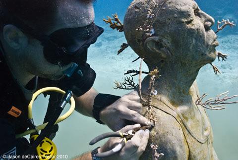 Jason deCaires Taylor - underwater sculpture - Man on Fire