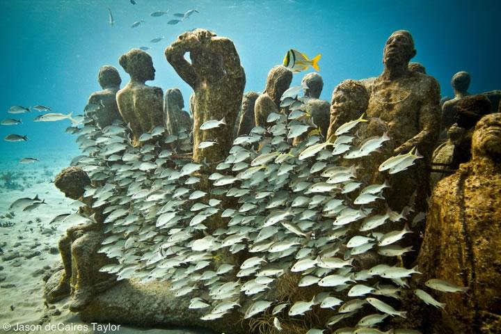 Jason deCaires Taylor - underwater sculpture - The Silent Evolution, Cancun, Mexico
