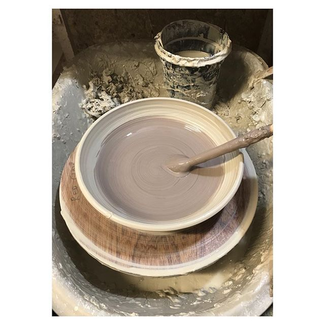 After a fantastic weekend at #handmadechelsea it was straight back to the wheel to carry on with #restaurantorders This time for  #annabels who will use this #bowl for their duck salad #ceramics #pottery #handmade #craft #design #productionpottery #thrownonthewheel #maker #britishmade #restaurant #northstreetpotters #adriangonzalezpottery #stoneware #madeinlondon #slip #tableware #sets #highfired