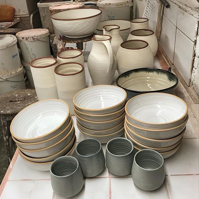 Last few Christmas pieces going through the kilns. Will be available at @northstreetpotters in the next few days #ceramics #pottery #claphamcommon #handmade #craft #design #productionpottery #thrownonthewheel #maker #britishmade #northstreetpotters #adriangonzalezpottery #stoneware #instapottery #ceramicvase #ceramicjug #wipedrim #ballclay #tableware #sets #highfired #shoplocal #shopsmall #shopindie #theindependentshopkeepers #handmadebowl #handmadejug