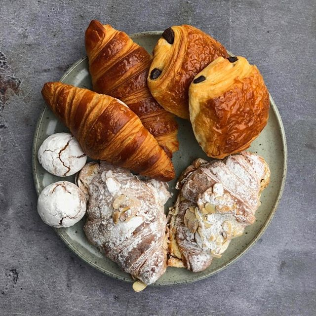 Loving the pastry selection from @breadaheadbakery Looks great on the green speckle plate #repost #handmadeplate #plate #pottery #ceramics #tableware #londonpottery #londonceramics #adriangonzalezpottery