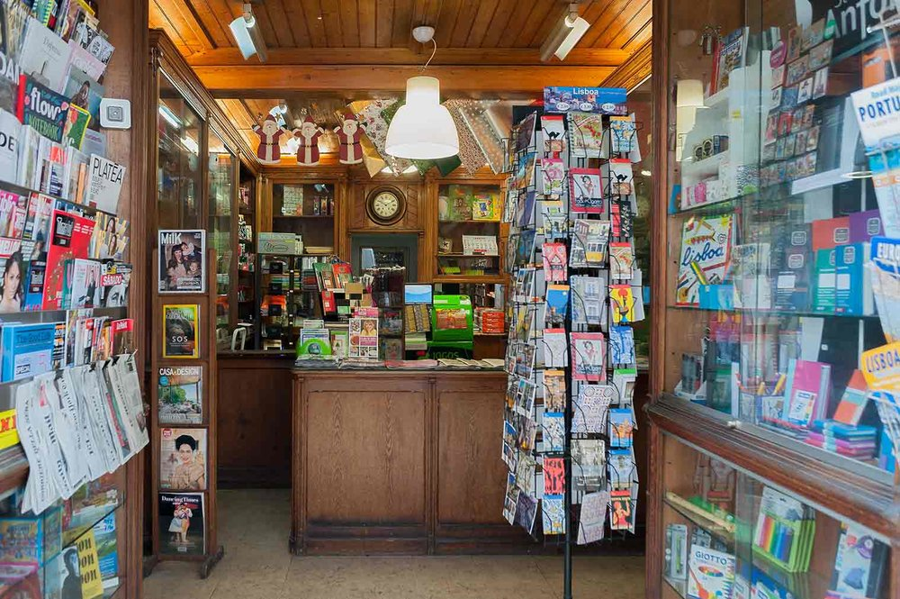 Lisbon-historic-shops-Tabacaria_Martins_001.jpg