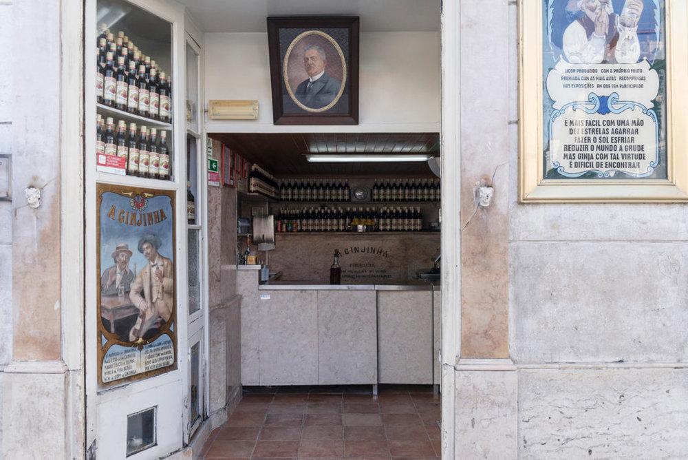 Lisbon-heritage-stores-Ginjinha_Espinheira_008-1050x701.jpg