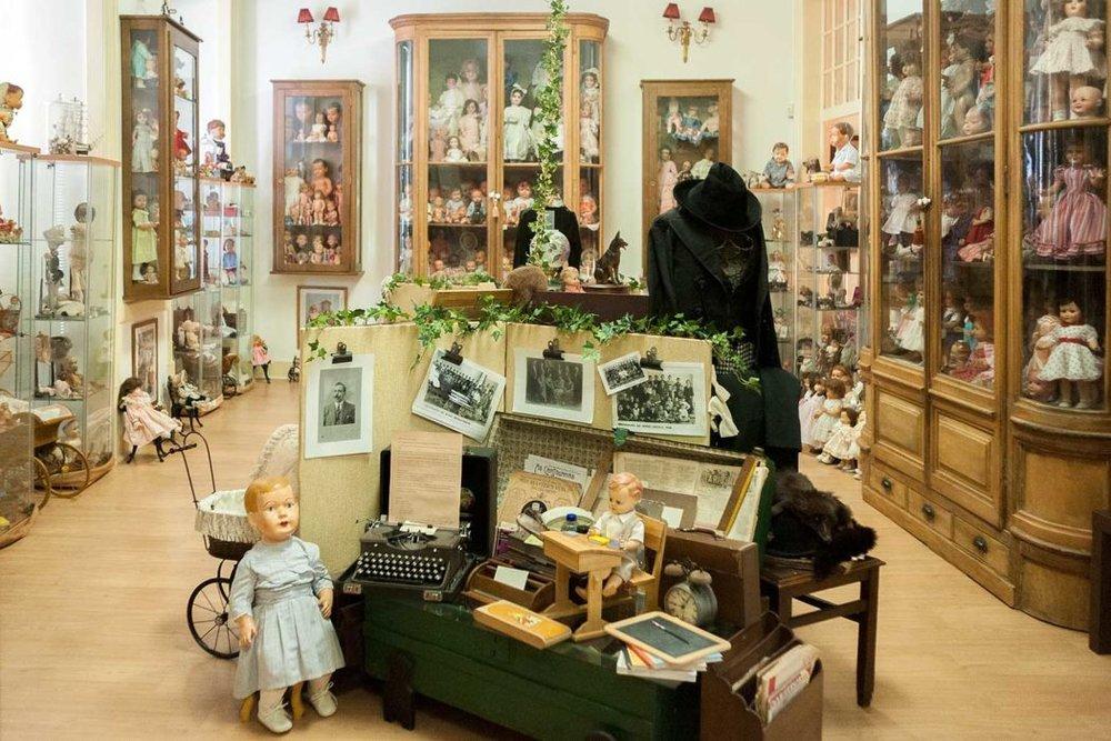 Lisbon-historic-shops-Hospital_das_Bonecas_001-1050x700.jpg