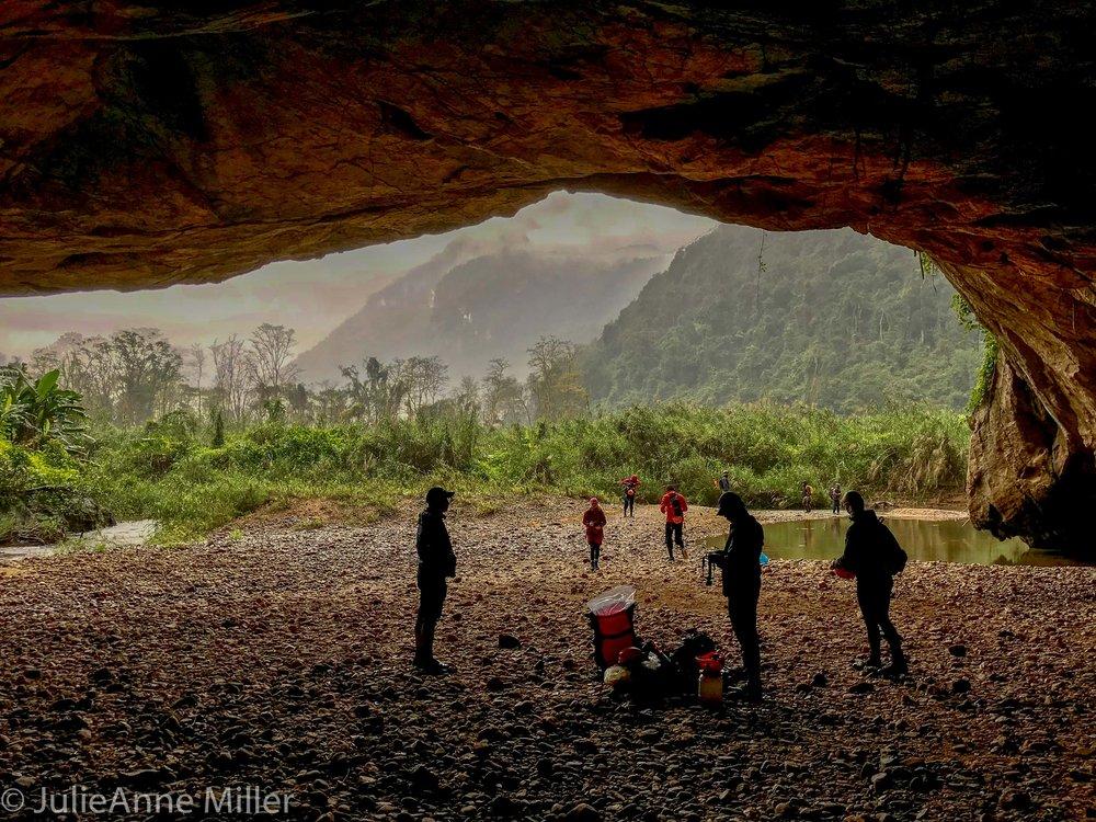 mouth of Hang En Cave