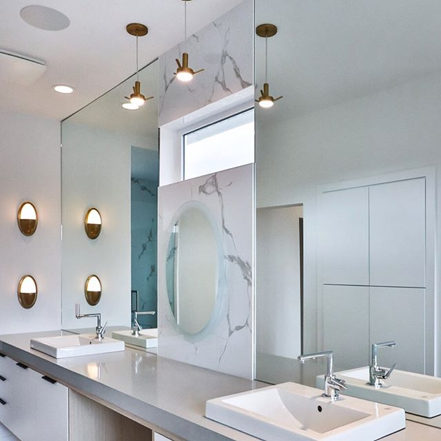 Love the enduring trend of whites and grays with a hit of matte gold. Wondering where the heck the glass globes for the pendants got to?? SIGH..... #lindatrenholmdesign #showhome #interiordesign #bathroomdesign