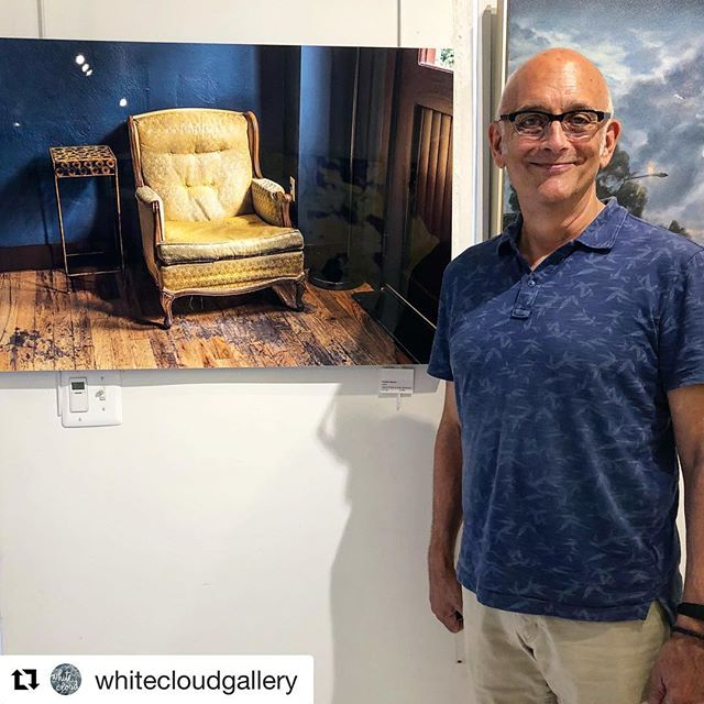 🔻🔺 DISCOVERY 🔺🔻 Past exhibition @whitecloudgallery 🔻🔻 In this photo artwork by Mid City Artists member Charlie Gaynor (himself too) #midcityartists #midcityartistsdc #artindc #midcityartists #artistsindc #artistsinwashingtondc #artexhibition #artexhibitionindc #creative #creativeminds #artcollector #originalart #originalartwork #instaart #instaartist #instaartexhibition #instadc #202creates #dupontcircle #dupontcircleart #shawdc #shawdcart #logancircle #logancircledc #logancircleart #mydccool @charliegaynor