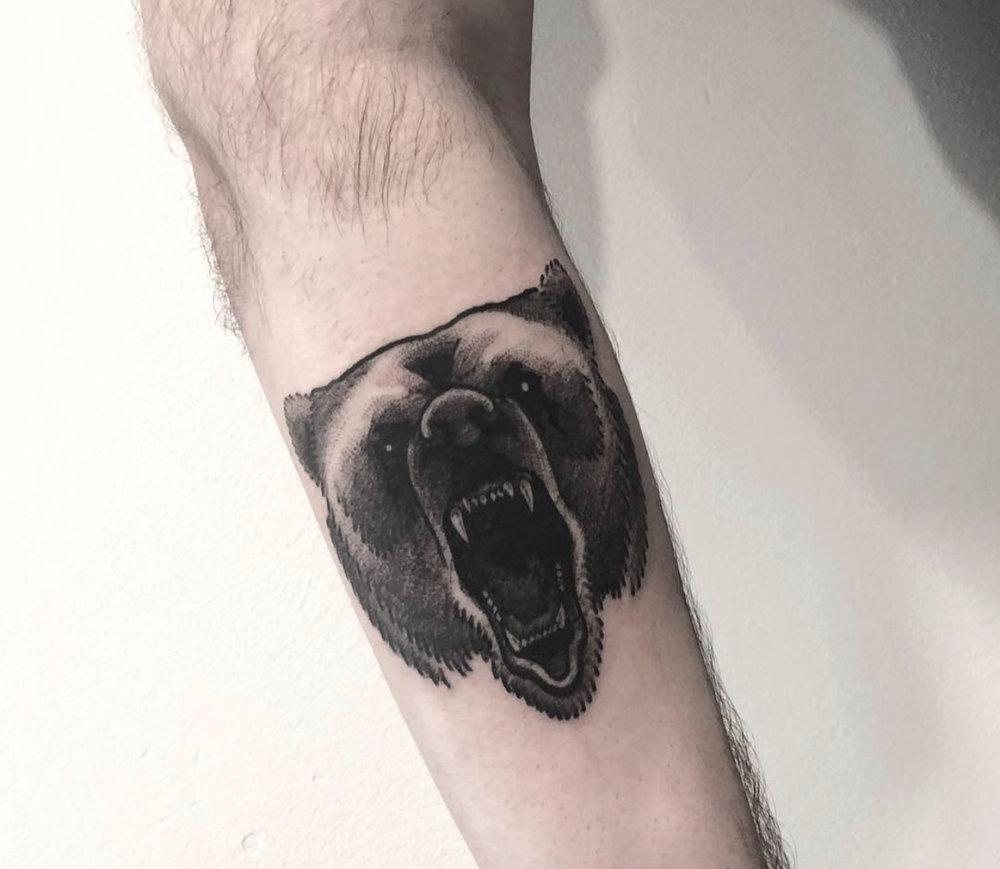 Blackwork bear tattoo by Katt