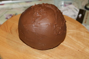 sphere-cake-covered-in-ganache