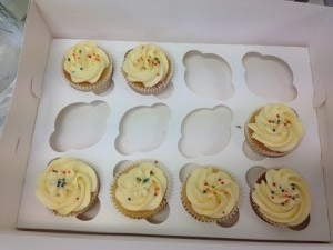 cupcakes-with-sprinkles-in-a-box