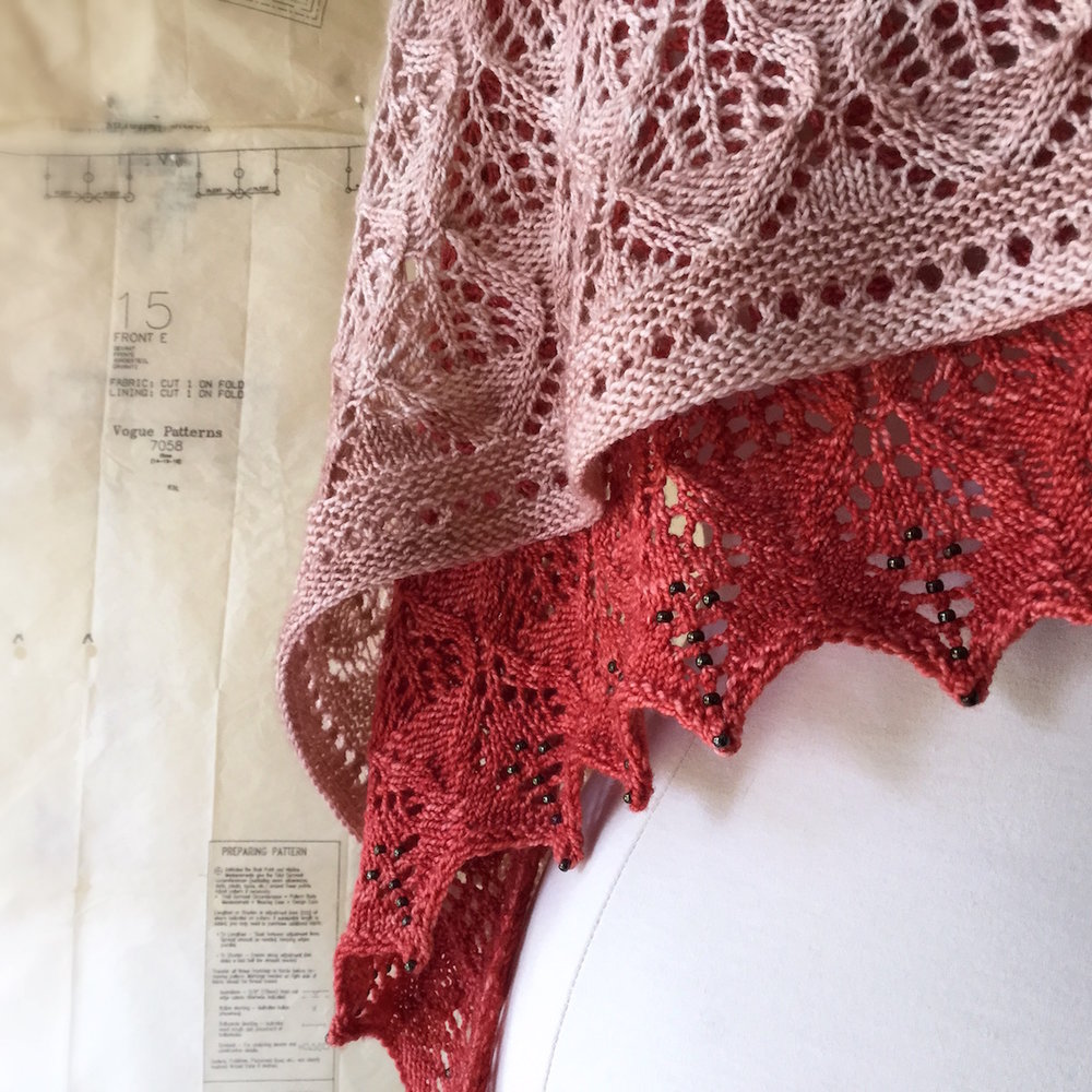 Wonderberry Shawl : new garter and eyelets edging and original beaded edging