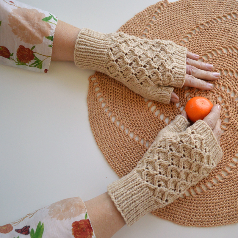 Con Brio Mitts, by Bonnie Sennott