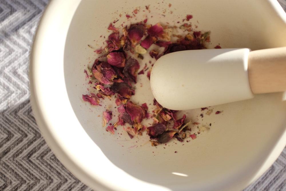 dried-roses-morter.JPG