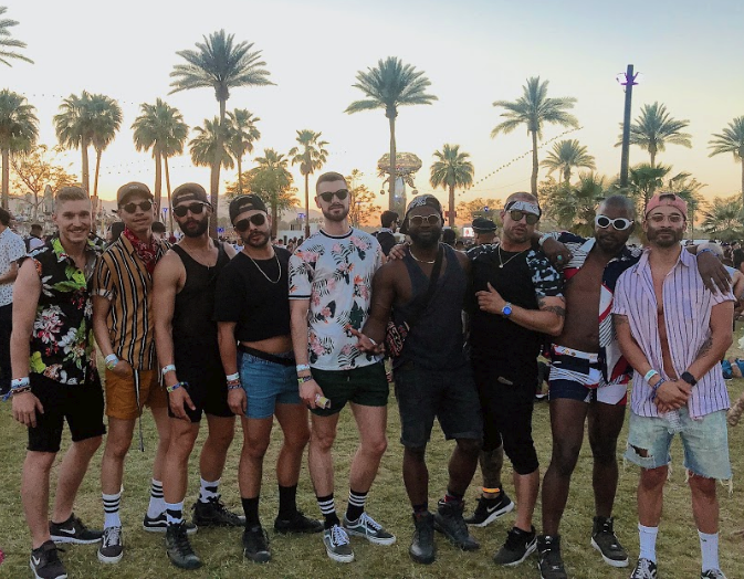 6. SHORT SHORTS & FUN SHIRTS - These guys expressed their unique personality via their outfits individually but together they looked amazing! Shop similar shirt styles from Banks journal or AUST. 🌺