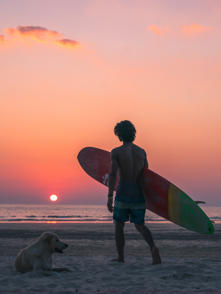 THE SURFER LOOK - The beach is your home and you love finding time to fit in a surf session. Your surfer style follows you on and off the beach and you enjoy looking the part.