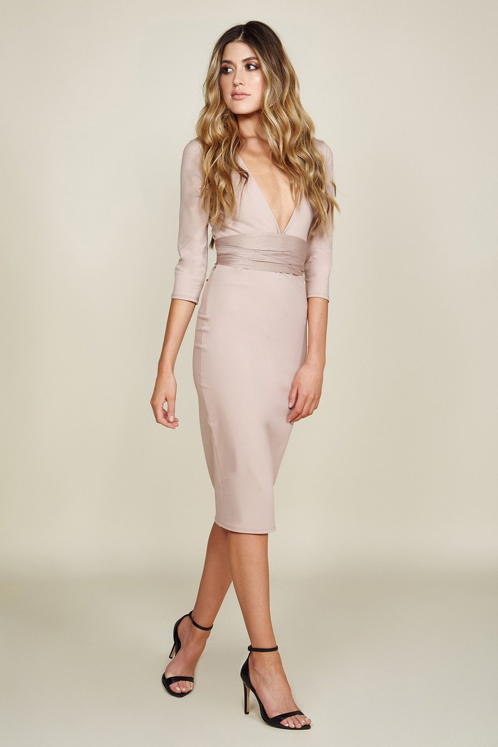 Luciana Midi-Nude -Brigitte & stone - Enjoy the night with this sexy and body hugging dress. Show off curves that will let everyone know that you're walking into 2019 feeling better than ever.