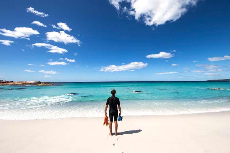 Bay+of+Fires_Tourism+Tasmania+(1).jpg