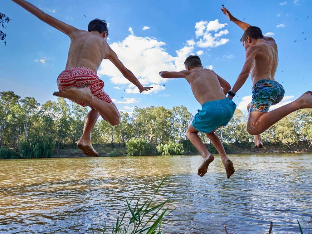 Boys-jumping-in-river_Wagga.jpg