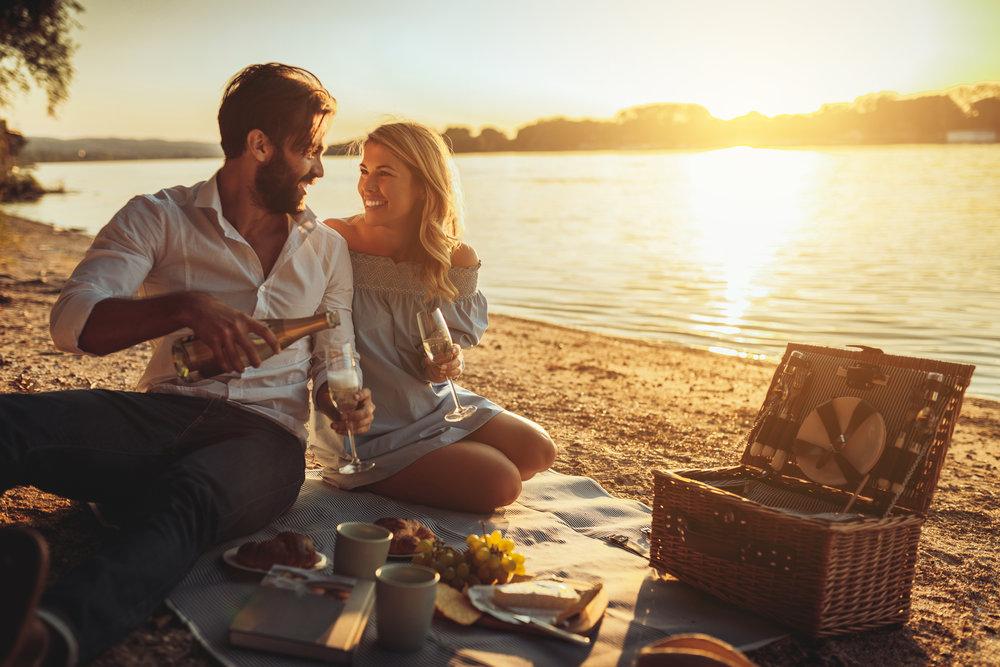 Honeymoon Beach Picnic Smitten Honeymoons