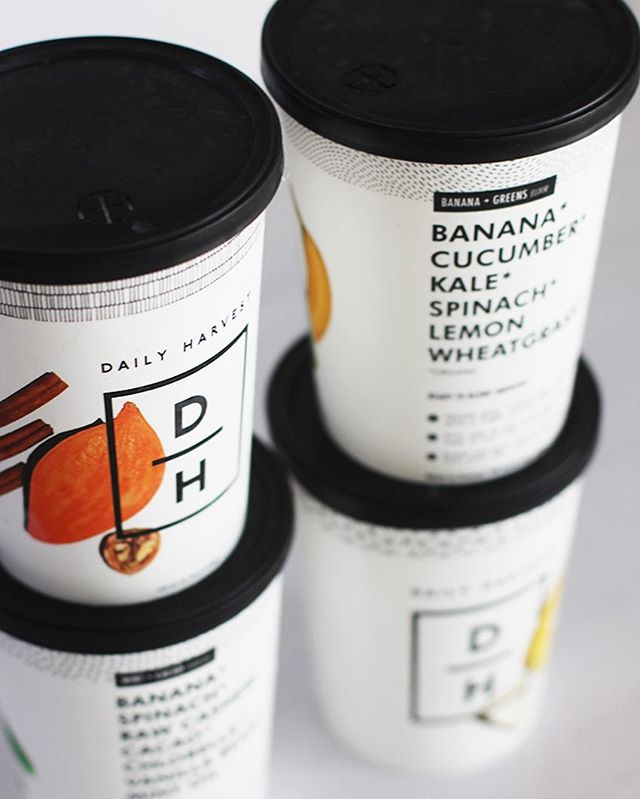 When #sundayfunday turns into meal prepping 👎🏻👎🏻👎🏻 // Thank goodness we are all stocked up on @dailyharvest to fuel us through our busy week without spending a second on meal prep👌🏻💯 - Want to stock your freezer with these amazing smoothies, soups, oats bowls & chia bowls? Click the link in our bio for your first 3 cups FREE 🙌🏻